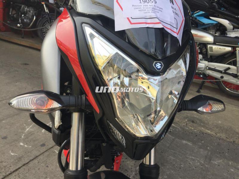 Moto Bajaj Rouser 200 NS Fi