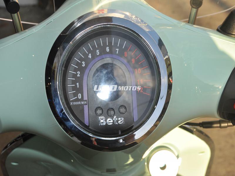 Moto Beta Tempo Deluxe con Parabrisas y Baul Verde Agua