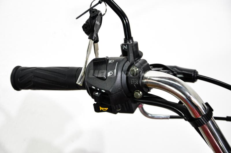 Moto Keller Stratus CG 150 Base Usb